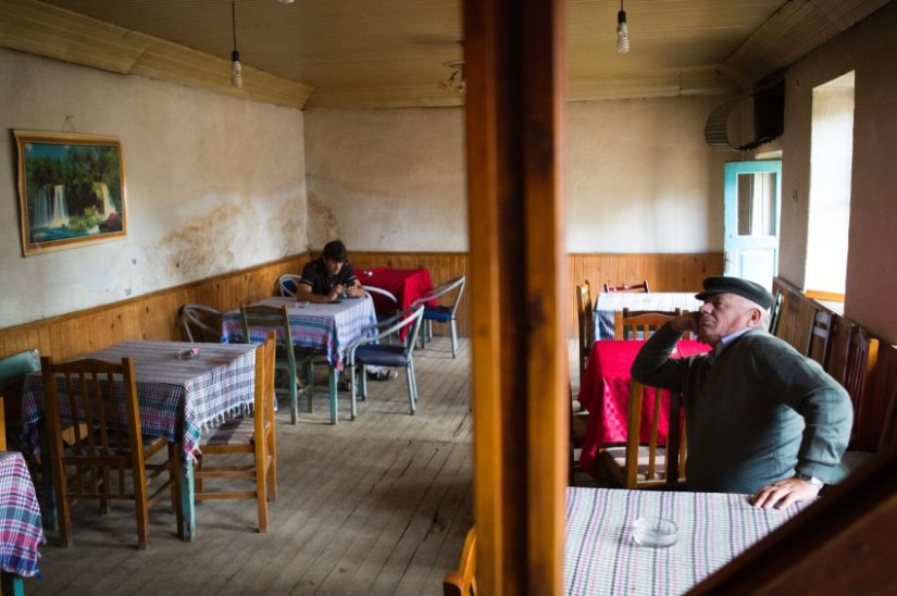 Many towns in Albania have undergone a similar fate to Shishtavec. The country's population is currently around 3 million. But it used to be double that, before the exodus began. [Elie Gardner/ DER SPIEGEL]