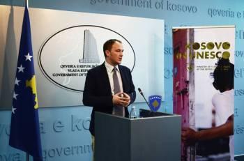 Zv. Ministri i Jashtëm Petrit Selimi, gjatë një konference në Prishtinë. [Foto: MPJ]